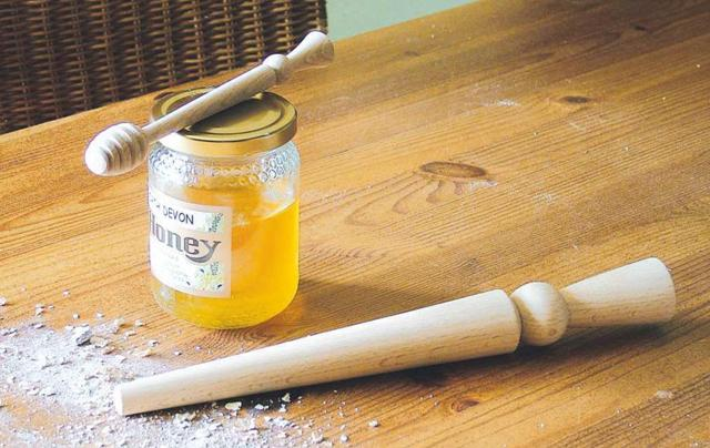 Kitchen Utensils Spurtle and Honey Dipper