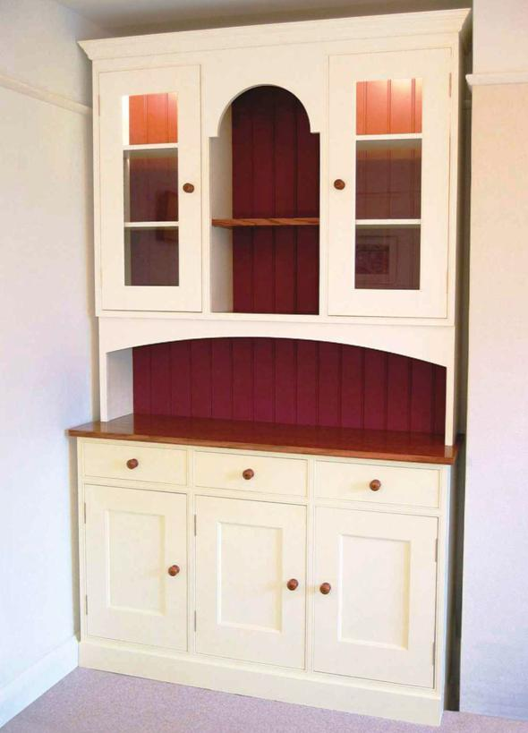 The Painted Dresser - Photo